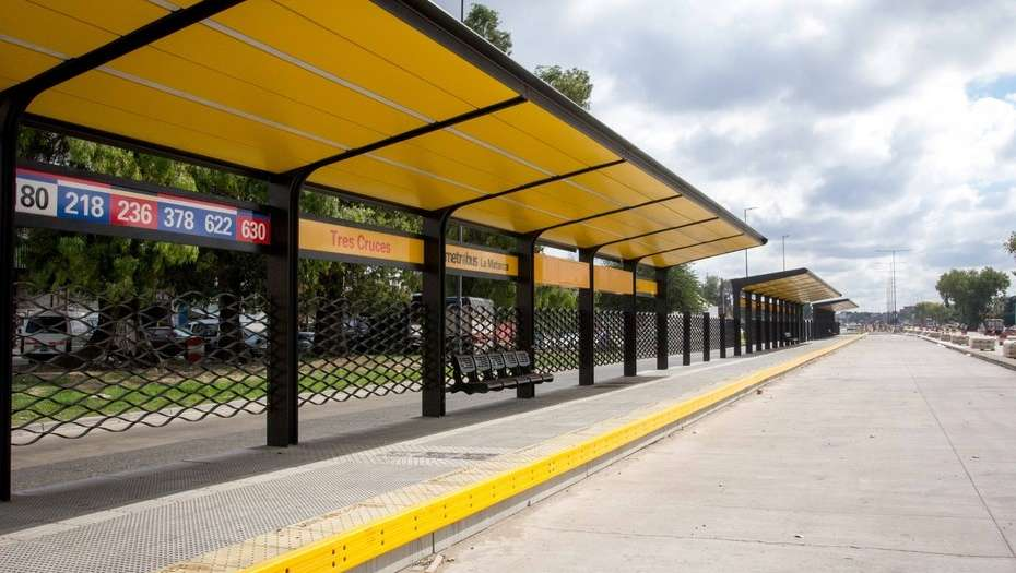Ya funciona el Metrobus que conecta la Provincia con la Ciudad y suma conductoras mujeres