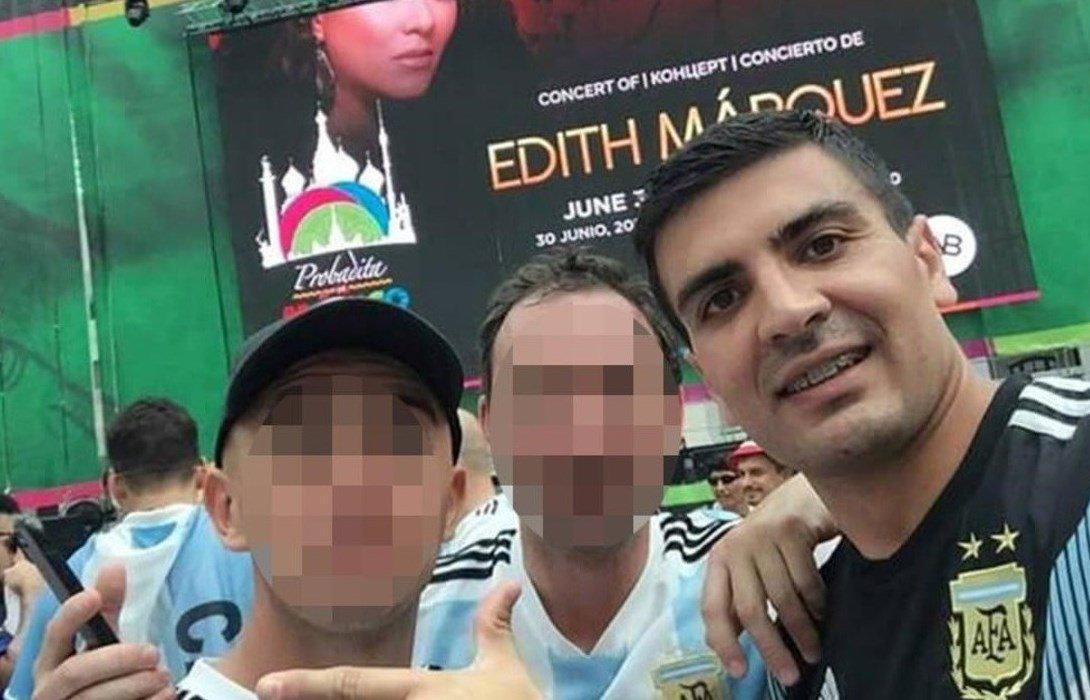 Se pidió licencia psiquiátrica en el colegio, pero se fue al Mundial y subió fotos en las redes